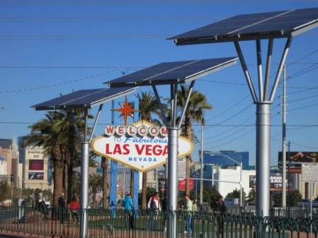 Las Vegas Welcome Sign Solar Arrays Dallas News Photo by Michael Hiller 1